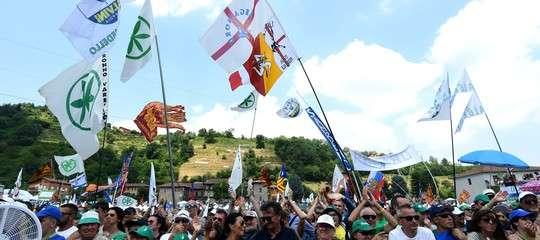 Il Tricolore debutta sul 'sacro pratone' di Pontida