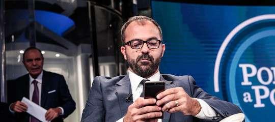 Insulti ai politici sui social. Scoppia il caso Fioramonti
