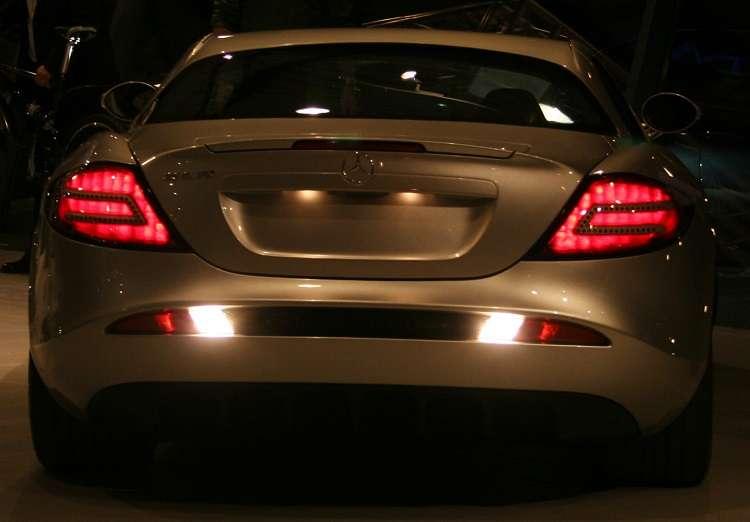 A cosa servono le luci posteriori di un'auto