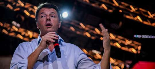 """Renzi: """"L'immigrazione è un problema, chi dice il contrario mente"""""""
