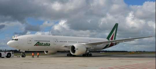 Slittato l'incontro per Alitalia. Ma il tempo ormai stringe