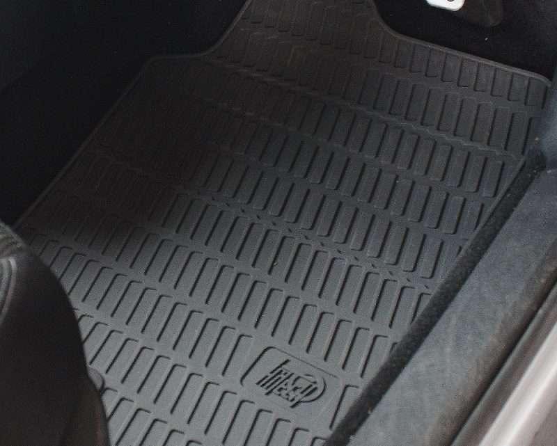 Perchè i tappetini dell'auto vanno sostituiti?